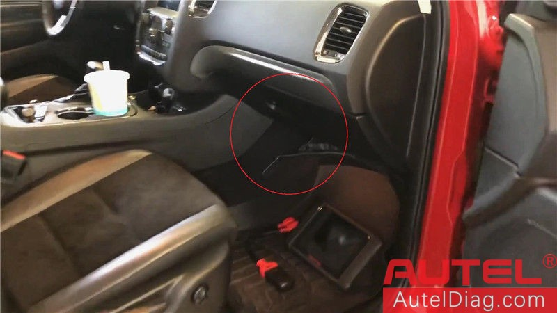 Locating Autel 12+8 cable on a 2018 Dodge Durango 05