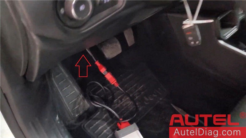 Locating Autel 12+8 cable on a 2019 Jeep Renegade 08