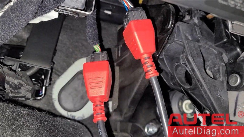 Locating Autel 12+8 cable on a 2019 Jeep Renegade 10